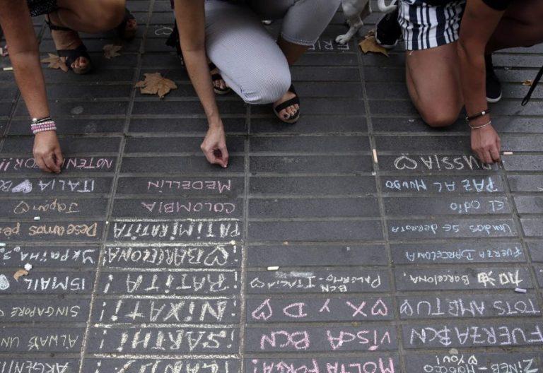 Homenaje espontáneo en Las Ramblas tras los atentados de Barcelona/EFE