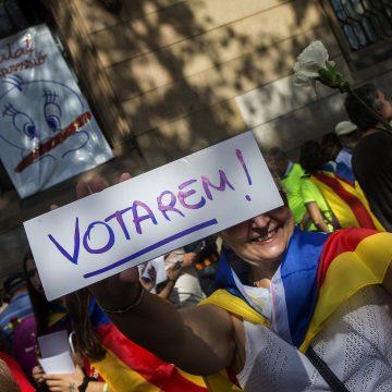 Las calles de Barcelona se llena de pro independentistas en el denominado Maratón por la Democracia Cataluña septiembre
