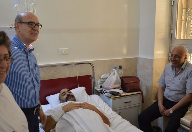 Dos religiosos en Hospital San Luis Alepo Sirio