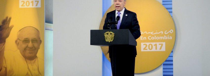 El presidente de Colombia, Juan Manuel Santos, anuncia un alto el fuego del ELN/CNS