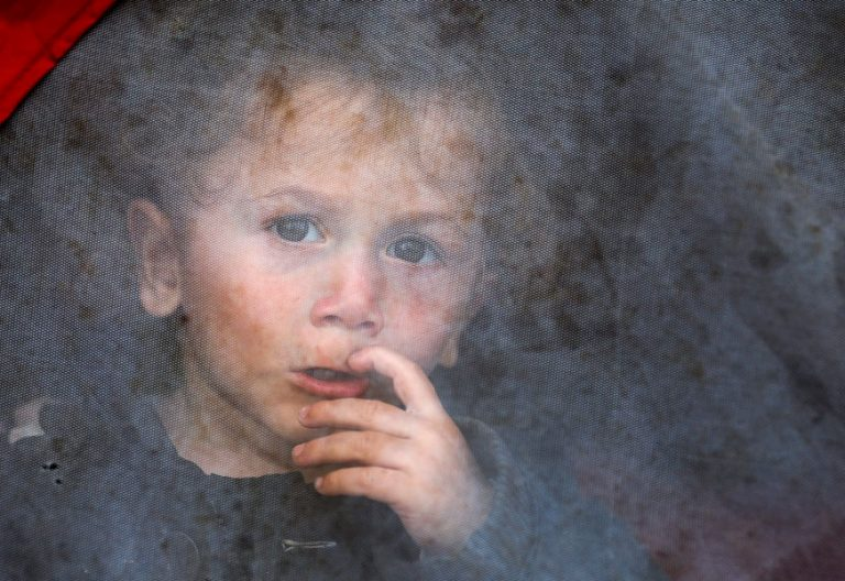 Un niño refugiado en Idomeni, Grecia