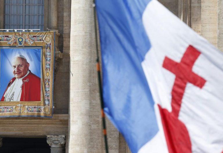 El tapiz de Juan XXIII en la plaza de San Pedro durante su canonización/CNS
