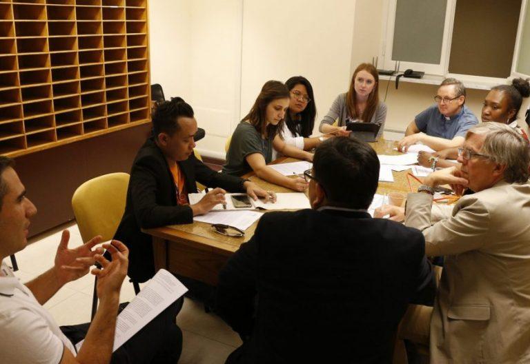 Jóvenes participantes en el seminario preparatorio para el Sínodo 2018/CNS