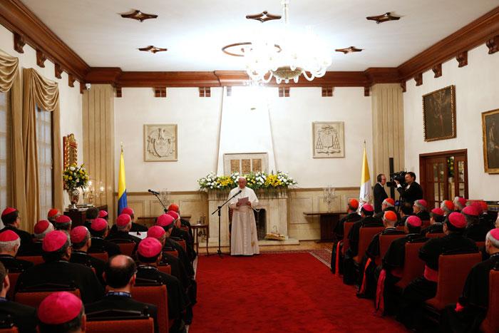 papa Francisco viaje apostólico a Colombia 6-10 septiembre 2017 con las directivas del CELAM
