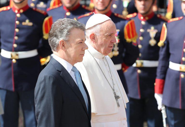 papa Francisco viaje a Colombia encuentro con las autoridades y presidente Juan Manuel Santos 7 septiembre 2017