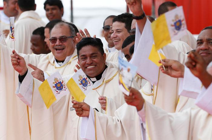 papa Francisco viaje apostólico a Colombia 6-10 septiembre 2017 ambiente de la misa en Cartagena Contecar