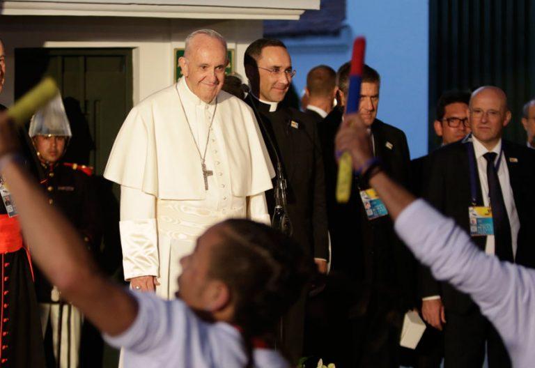 papa Francisco en Colombia recibimiento Nunciatura Apostólica con jóvenes de IDIPRON 6 septiembre 2017