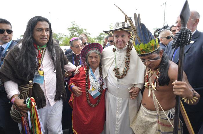 papa Francisco viaje apostólico a Colombia 6-10 septiembre 2017 Misa en Villavicencio beatificación Jaramillo y Ramírez con indígenas
