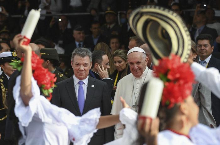 papa Francisco viaje apostólico a Colombia 6-10 septiembre 2017 llegada al aeropuerto