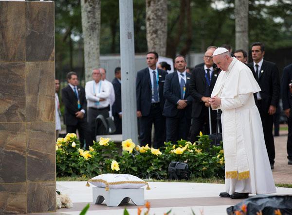 papa Francisco viaje Colombia Parada en la Cruz de la reconciliación. En el Parque de los Fundadores 8 septiembre 2017