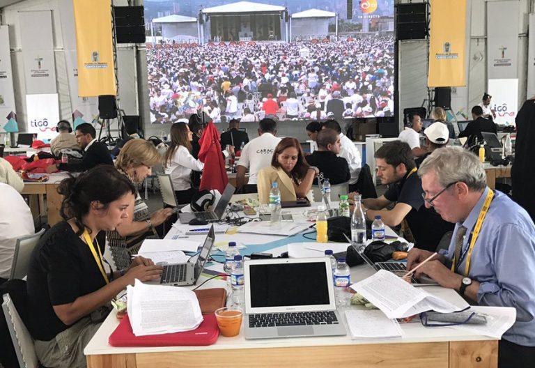 papa Francisco viaje a Colombia 6-10 septiembre 2017 sala de prensa periodistas