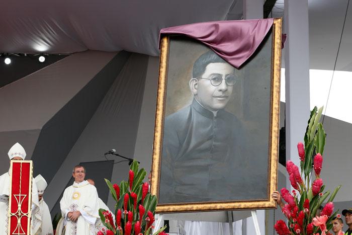 papa Francisco viaje apostólico a Colombia 6-10 septiembre 2017 Misa en Villavicencio beatificación Jaramillo y Ramírez