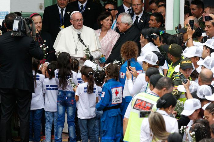 papa Francisco viaje apostólico a Colombia 6-10 septiembre 2017 con los niños Hogar San José Medellín