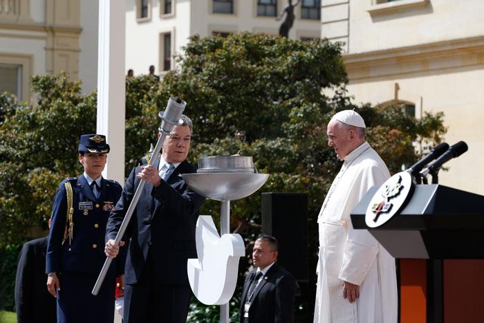 papa Francisco viaje apostólico a Colombia 6-10 septiembre 2017 encuentro con las autoridades