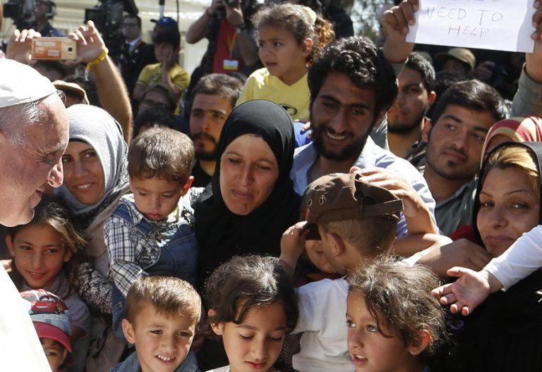 papa Francisco visita isla de Lesbos Grecia con refugiados y migrantes