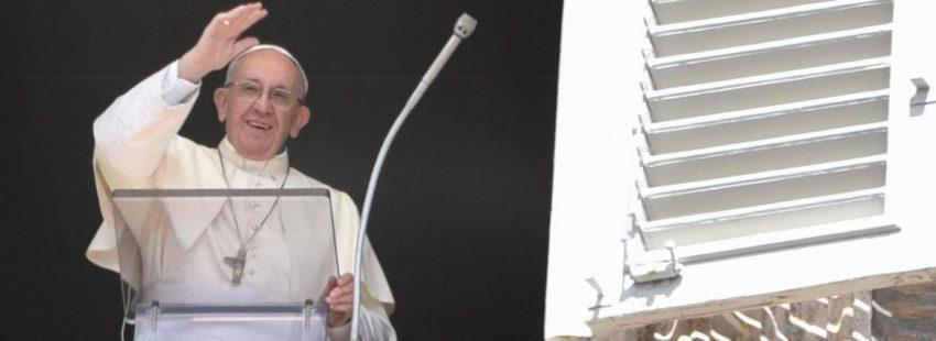 El Papa Francisco, durante el rezo del Ángelus en la Plaza de San Pedro/CNS