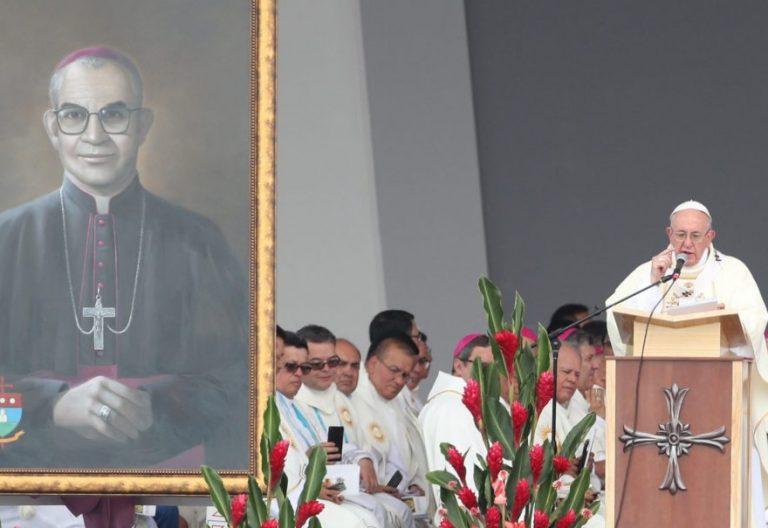 El Papa Francisco, en la beatificación del obispo Jaramillo y del cura de Armero en Villavicencio, en Colombia/EFE