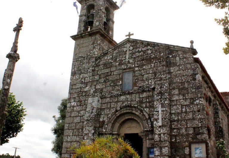 parroquia en Galicia iglesia y cruceiro