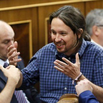 Los diputados de Unidos Podemos Pablo Iglesias (c) y Alberto Garzón (i), junto al diputado de ERC Gabriel Rufián (d)/ EFE