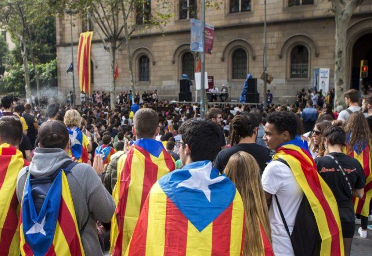 Manifestantes en la Gran Vía de Barcelona a favor del referéndum por la independencia del 1 de octubre/EFE