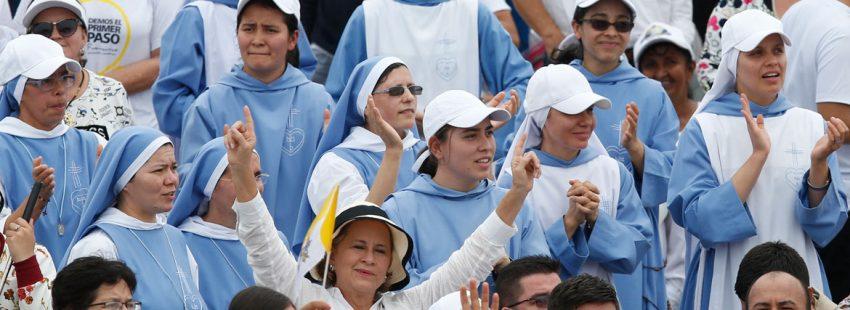 grupos de religiosos y religiosas durante la misa en Villavicencio papa Francisco viaje a Colombia 6-10 septiembre 2017