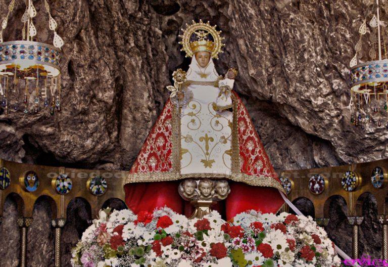 imagen de la Santina, Nuestra Señora de Covadonga, copatrona Asturias