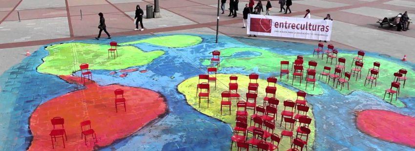 campaña silla roja entreculturas por la educación en países desfavorecidos
