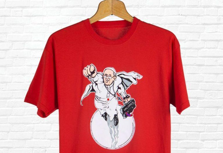 Camiseta del Papa Francisco como superhéroe