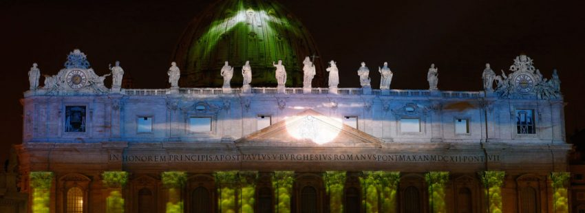 espectáculo de luces en el Vaticano fachada San Pedro cambio climático Laudato si diciembre 2015