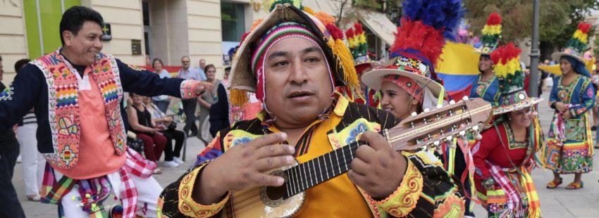 día de la Hispanidad y el mestizaje con el IV desfile de la Hispanidad y el Mestizaje que organiza la Asociación de Inmigrantes Colombianos