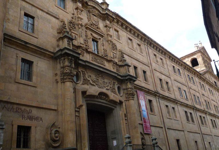 fachada principal Universidad Pontificia de Salamanca UPSA en la calle Compañía