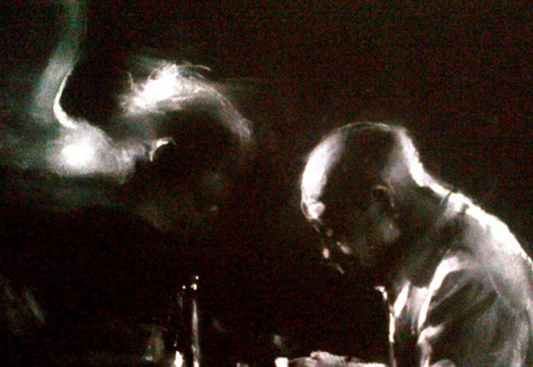 Charles Mackesy fragmento del cuadro ángel pianista jazz