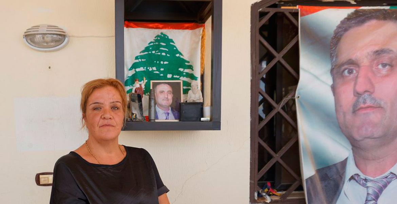 Amalia Awad, delante del altar que su hijo a construido en honor a su padre, asesinado por el ISIS Líbano El Kaa