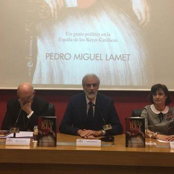 presentación de nueva novela sobre Cisneros de Pedro Miguel Lamet La Esfera de los Libros Universidad Pontificia Comillas Madrid octubre 2017