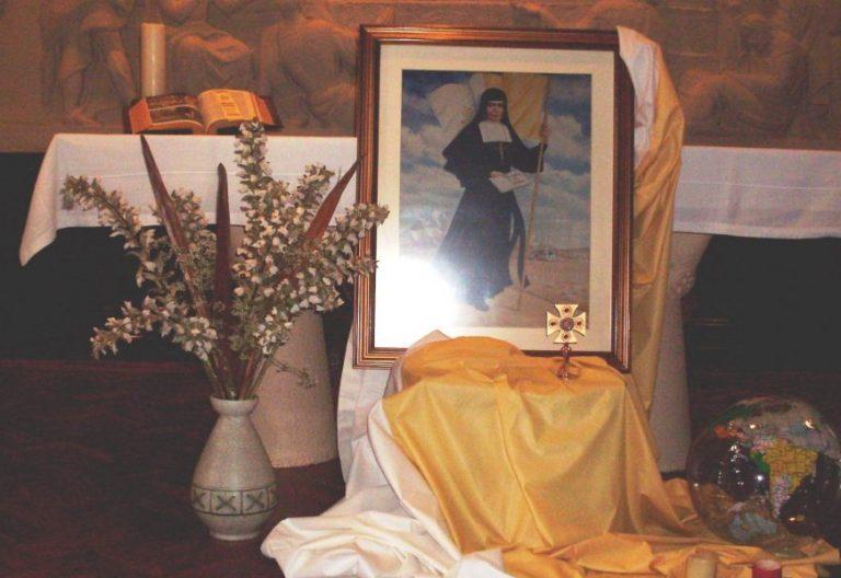Altar de la madre Nazaria, fundadora de las misioneras cruzadas de la Iglesia