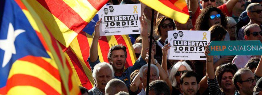 Manifestación en Barcelona el 21 de octubre tras conocerse que el Gobierno de Mariano Rajoy ha pedido la activación del artículo 155 de la Constitución en Cataluña