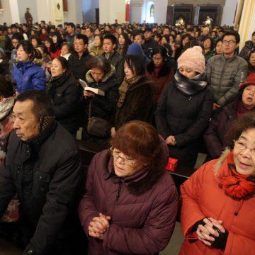 Una iglesia en China, abarrotada durante una celebración archivo
