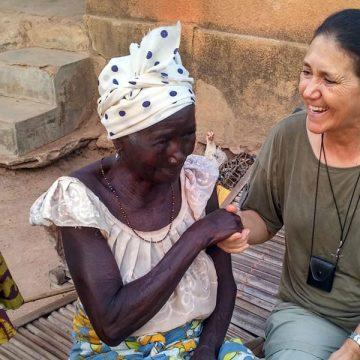 misionera en África dos mujeres