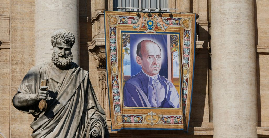 tapiz del padre Faustino Míguez en el Vaticano canonizado el 15 octubre 2017