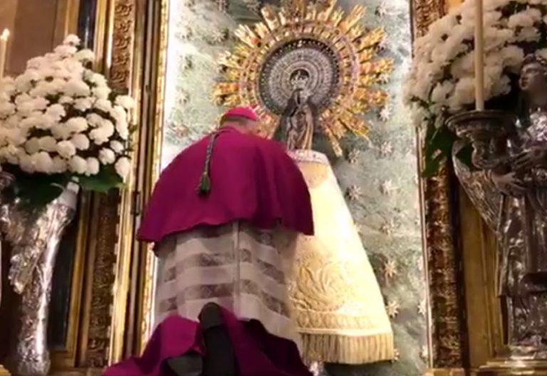 VIcente Jiménez arzobispo primado de Zaragoza reza ante la Virgen del Pilar 2017