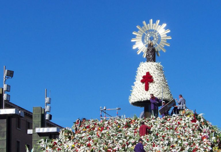 ofrenda flores a la Virgen del PIlar de Zaragoza 2013