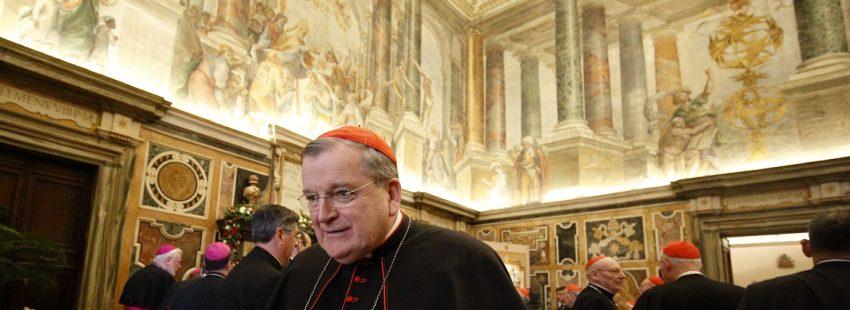El cardenal Raymond L. Burke, durante una reunión de purpurados archivo