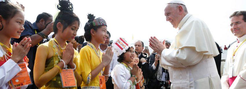 papa Francisco llega a Rangún Myanmar 27 noviembre 2017