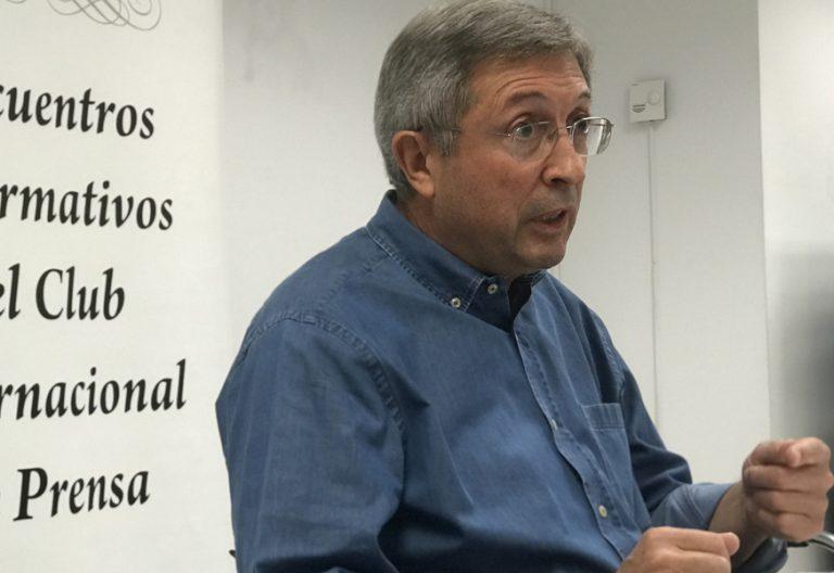 periodista Juan Vicente Boo presenta el libro Píldoras para el alma