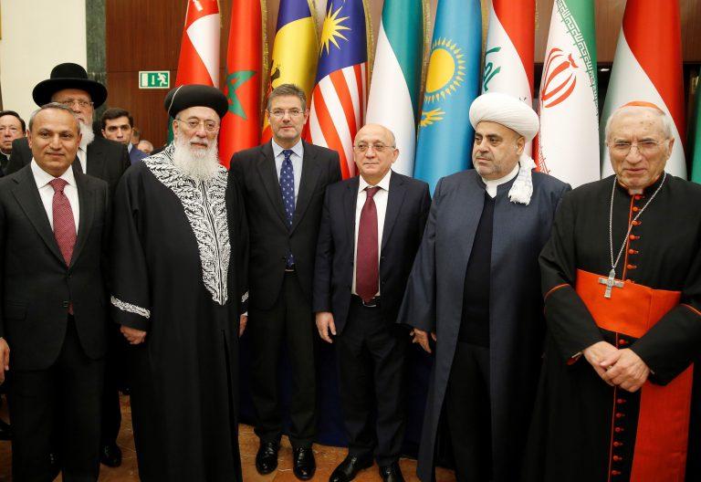 El ministro de Justicia, Rafael Catalá, junto a líderes religiones en jornada por la paz Fundación Evsen