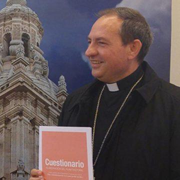 El obispo de Osma-Soria, Abilio Martínez, presenta el cuestionario para el plan pastoral diocesano en noviembre de 2017