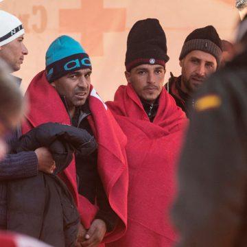 grupo de inmigrantes argelinos que llegaron en patera a Cartagena noviembre 2017