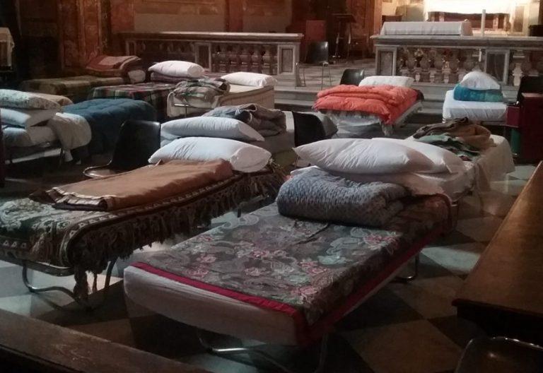 Camas para vagabundos en una parroquia de Roma/CNS