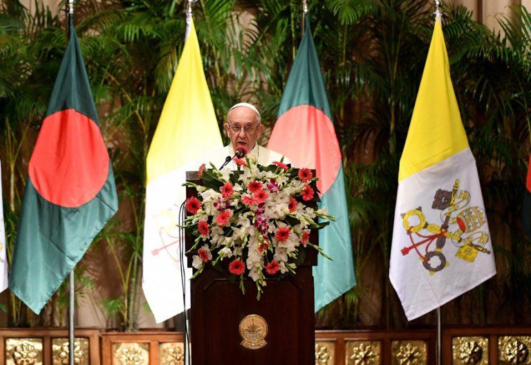 papa Francisco viaje a Bangladesh encuentro con las autoridades 30 noviembre 2017
