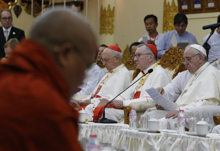 papa Francisco encuentro con Consejo Supremo Sangha de los monjes budistas en Myanmar 29 noviembre 2017